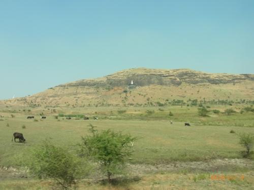 シルディ村への道