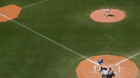 baseball-field-828713_640